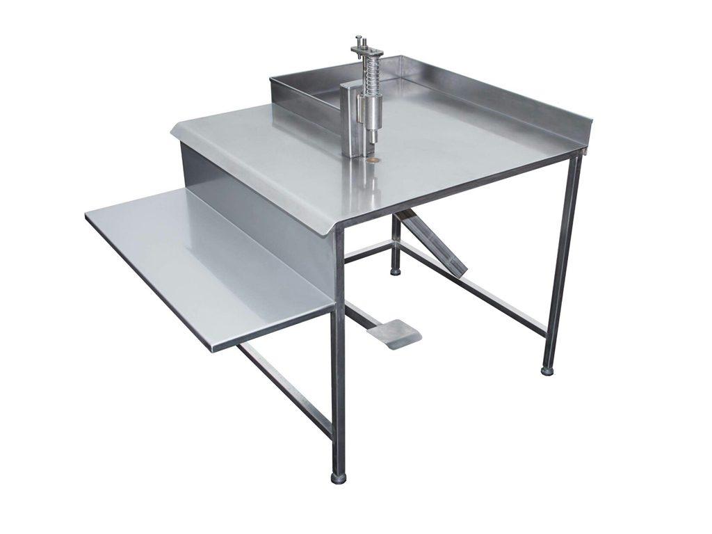 Uređaj za vađenje koštice iz suve šljive